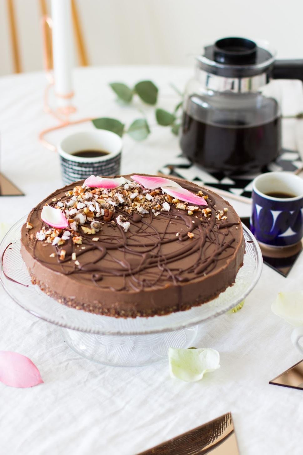 mustapapu suklaakakku