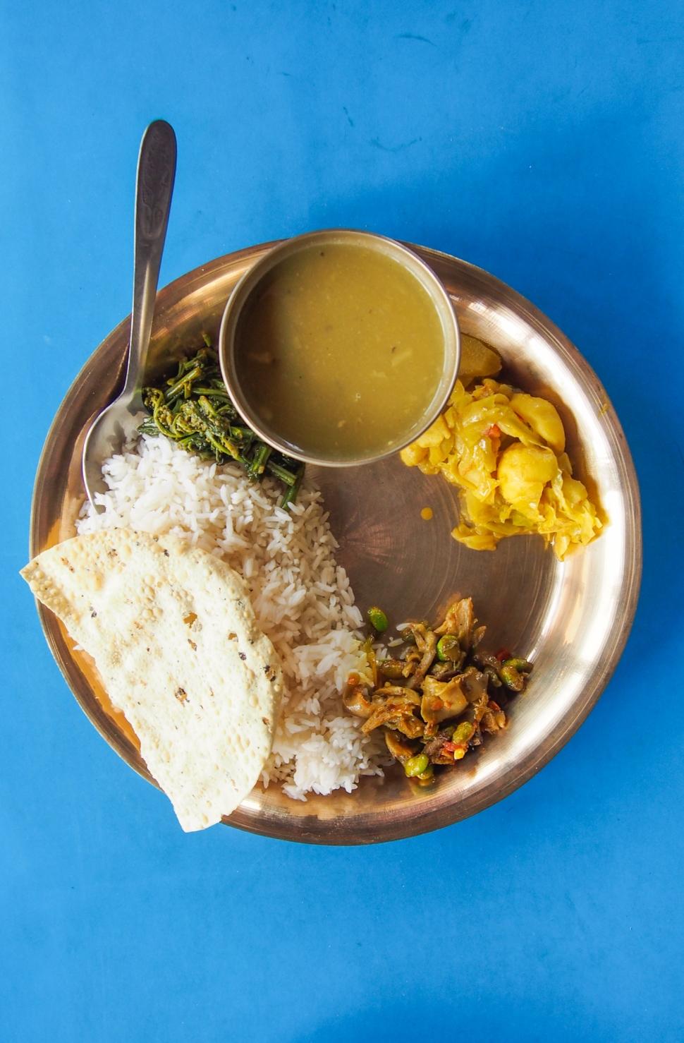 Nepalilainen dal bhat ruoka