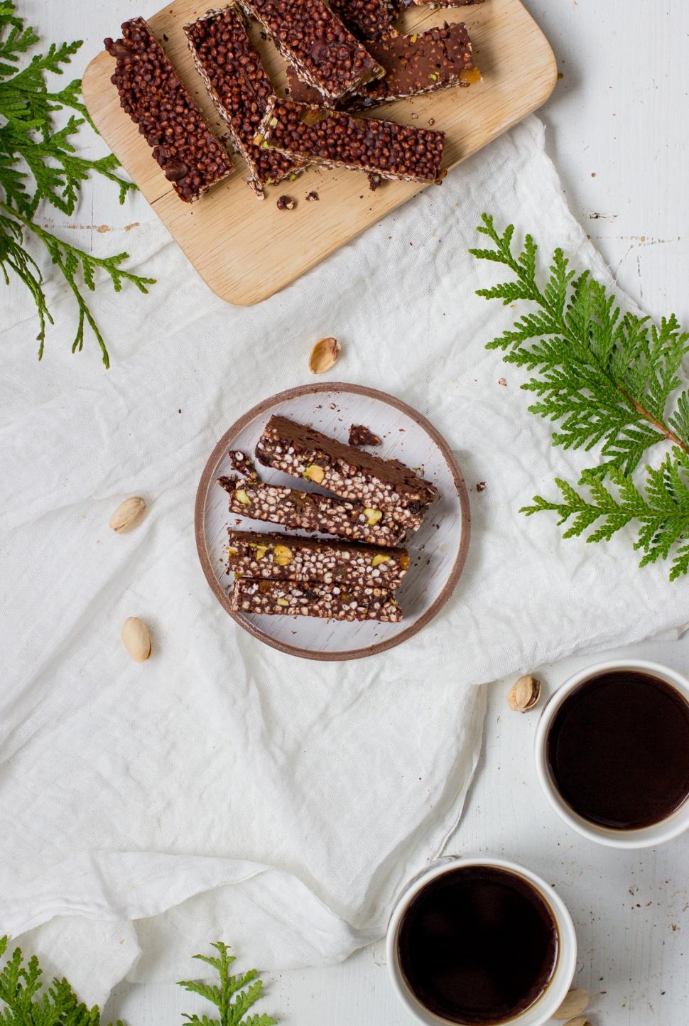 Jouluiset suklaa-quinoapatukat