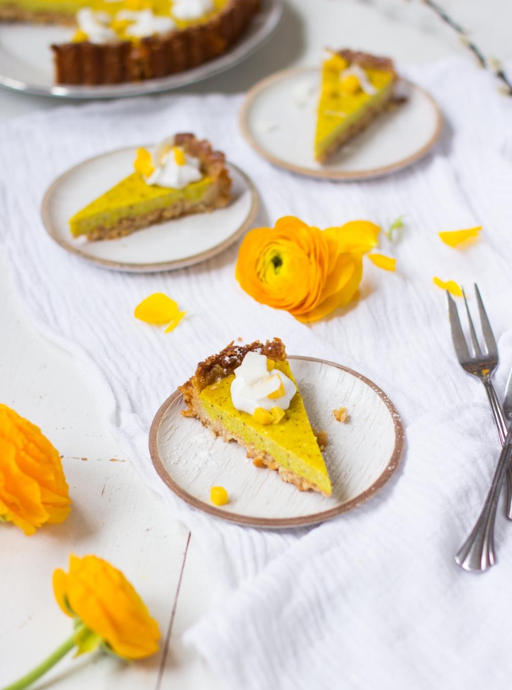 Vegaaninen sitruunakakku pääsiäiseksi
