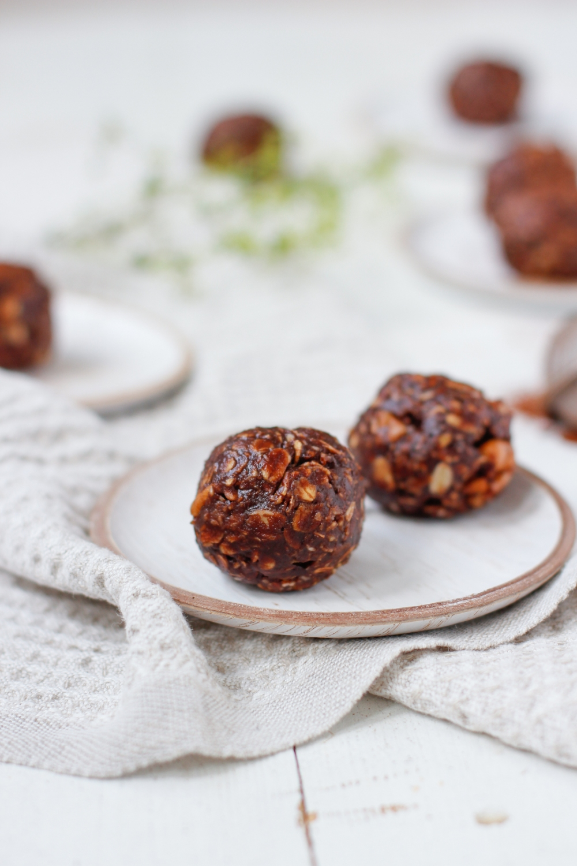 Suklaa pähkinävoipallot